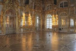 La somptueuse salle de bal des tsars au palais Catherine