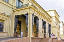 Sculptures d'atlantes Entrée du Nouvel Ermitage
