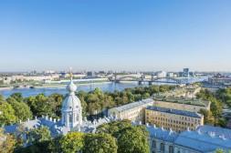 Vue sur la Néva depuis Smolny