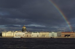 Vue générale de la ville de Saint-Pétersbourg, quai de la Néva