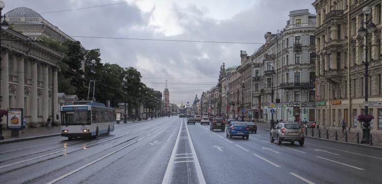 La Perspective Nevski jalonnée des boutiques prestigieuses et des grands magasins