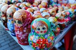 des matriochkas colorées symbole culture russe