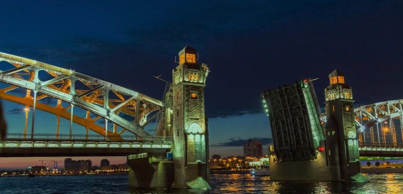 Levée du pont Saint-Pétersbourg