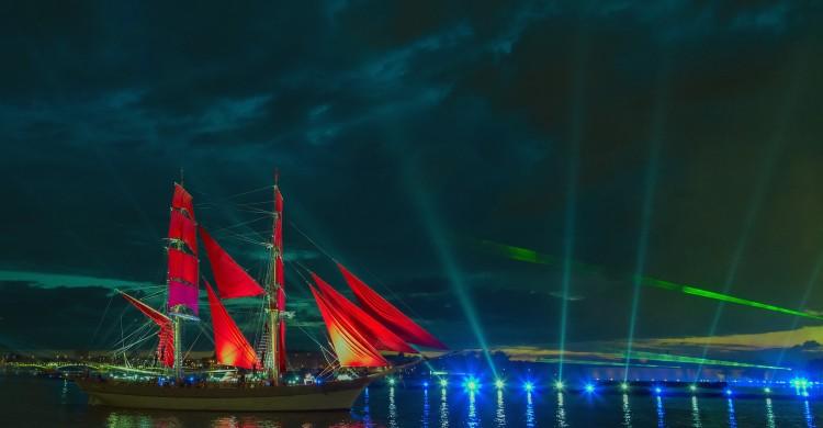 Festival des voiles ecarlates durant les nuits blanches