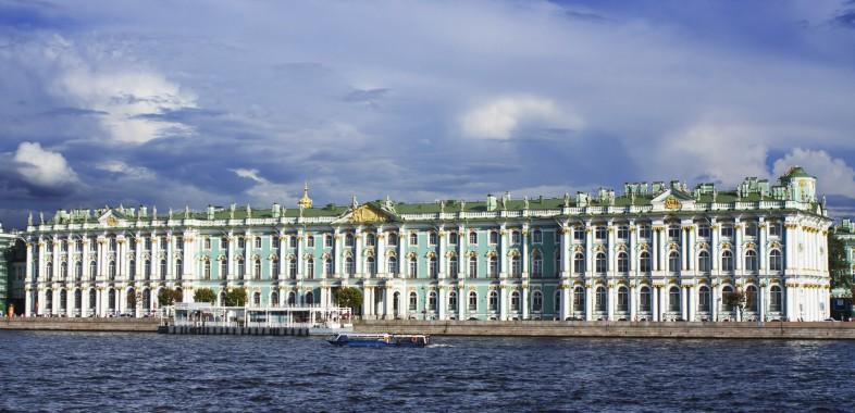 le Palais d'hiver depuis la Neva